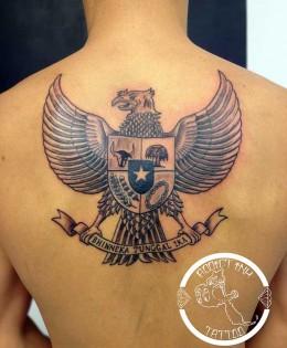 Tatouage aigle Garuda symbole indonesien