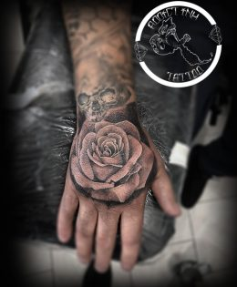 Portfolio tatouage addict ink tattoo nice salon de tatouage - Tatouage rose main homme ...