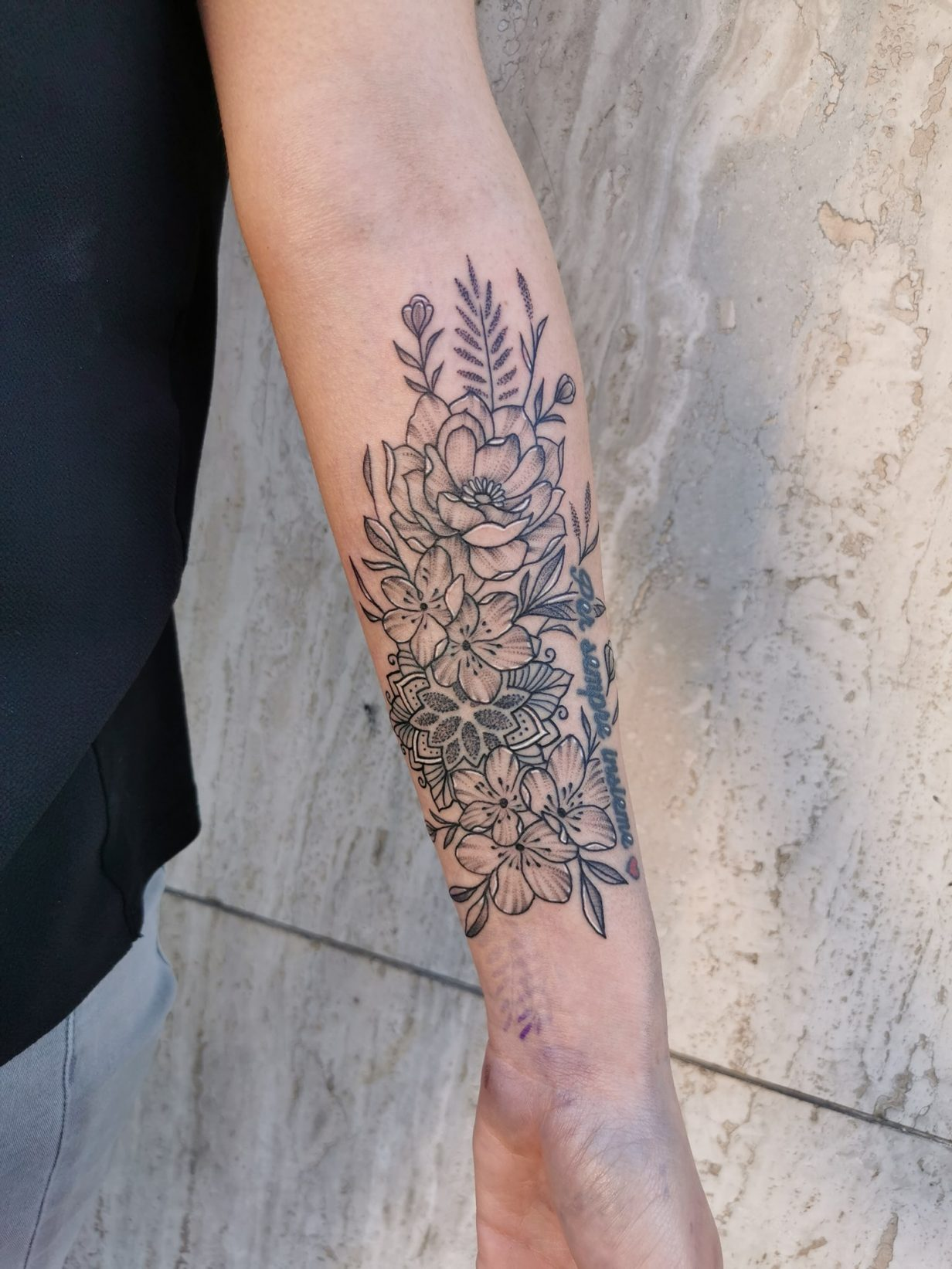 Tatouage floral ornemental