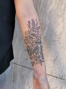 Tatouage floral ornemental